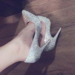 2019 chaussures pointues Chaussures à talons hauts sexy en strass, Pompes pointues en bas de luxe rouges, Chaussures de robe de mariée en cristal de marque rouge unique pour femmes talon 12-10-8cm 34-45 promotion chaussures pointues