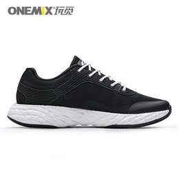 Tipos sapatos de desporto on-line-2020 Hot Brown Tipo Grey Branco Laranja Black Lace almofada macia homens jovens Boy Running Shoes Low Cut Designer Formadores Sports Sneaker 04