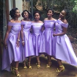vestidos de color morado claro bajo alto Rebajas Light Purple Vestidos de dama de honor Primavera Verano Use Off The Shoulder Alto Bajo Cóctel Vestido de satén Vestido de boda barato Invitado Personalizado Loco