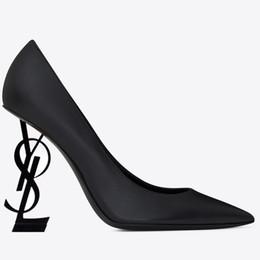 Canada Nouvelle marque sexy chaussures de designer femme été boucle sangle rivet sandales chaussures à talons hauts bouts pointus de la mode de mode unique talon haut pompes Offre