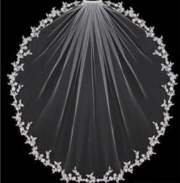 2019 catedral estilo casamento véus Chegada nova Uma Camada Véus De Noiva Ponta Do Dedo Applique Borda Barato Tule Macio Véu De Noiva Para A Noiva Com Pente