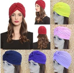 Top qualità elastico turbante testa avvolgere banda sonno cappello Chemo  Bandana Hijab pieghettato indiano Cap 35 colori prezzo di fabbrica 2f1ae2526a94