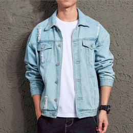 Джинсы chaqueta онлайн-2019 Mens Denim Jacket Fashion Hip Hop Streetwer Ripped Denim Jacket Mens jeans masculino Male Cowboy Coats chaqueta hombre