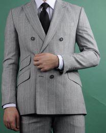 der graue streifenanzug der männer Rabatt 2019 grau rosa streifen hochzeitsanzug für bräutigam zweireiher spitzen revers herren smoking formelle anzüge nach maß (jacke + hose)
