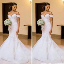 Vestidos de casamento brancos modestos on-line-Modest Branco Sereia Vestidos de Casamento Fora Do Ombro Apliques de Renda de Verão Vestidos de Noiva Sweep Trem Africano Plus Size Vestidos de Casamento