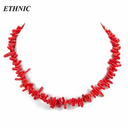 rote korallenketten Rabatt 2018 Neue Natürliche Korallenkette Rot Weiß Rosa Halsreifen Halskette für Frauen Böhmischen Aussage Halskette Korallen Perlen collier femme