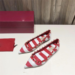 Primavera Verano Mujer Punta estrecha Boca baja Zapatos individuales Femal Cómodo Remache plano Raya Zapatos de trabajo de oficina Modelo de cebra clásica desde fabricantes