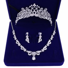 Canada Paon Mariage Corbeaux Accessoires De Mariage Accessoires De Bijoux De Demoiselle D'honneur Accessoires De Mariage Set Avec Boîte (Couronne + Collier + Boucles D'oreilles) cheap crystal earrings for wedding Offre