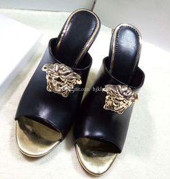 Sandales pantoufles simples en Ligne-Medusa Marque nouvelle chaussures Sexy Femme D'été Boucle Sangle Rivet Sandales À Talons Hauts Peep Toe Chaussures De Mariage De Mode Simple Pantoufles À Talons Hauts