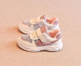 Lista de crianças on-line-2019 Nova listagem outono Meninos menina crianças sapatos sapatos de luxo Oco Malha caçoa as sapatilhas presente Das Crianças Frete grátis 258