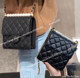 43da13f9afdd8 Ücretsiz kargo inci çanta kadın hakiki deri mini crossbody çanta tek zincir omuz  çantaları siyah beyaz