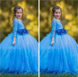 2019 faja fruncida Princesa Azul vestido de bola Vestidos para chicas Vestidos Cuello redondo Manga larga Con Flora Sash Vestido de niña de flores con pliegues y tallas grandes rebajas faja fruncida