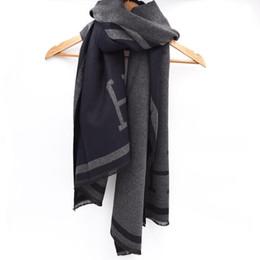 Argentina Borla de cachemira Mujeres celebridad Letra H de doble cara Diseño de lana de marca de moda femenina clásica Espesar cálido Chal de bufanda multifunción suave Suministro