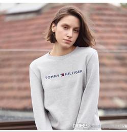 Las mujeres de primavera y otoño cuello redondo cabeza suéter nuevo otoño desgaste simple manga larga camiseta con una parte inferior desde fabricantes