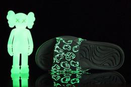 2019 спортивные сандалии Качество высокое Kaws X прохладный серый Xx замша Hydro Jumpman 4 Iv сандалии Ночной свет тапочки черный красный белый 4s случайные спортивные горки тапочки 40-46 дешево спортивные сандалии