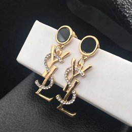2019 cadeaux de mariage de concepteur Designer de luxe boucles d'oreilles pour les femmes lettre marque boucles d'oreilles rhineshine boucles d'oreilles or couleur argent bijoux pour le cadeau de mariage de fête cadeaux de mariage de concepteur pas cher