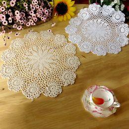 spitze tischmatte doilies Rabatt 40x40cm Vintage-Pastoral-Art-Blumen Placemat Table Mat handgemachte Baumwolle Rund Deckchen Cup Pads Deckchen Häkelspitze Knit