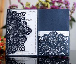 Wholesale Cartes d invitation de mariage bleu marine de haute qualité coupées au laser de fleurs creuses avec cristal personnalisé carte d invitation nuptiale de champagne pas cher
