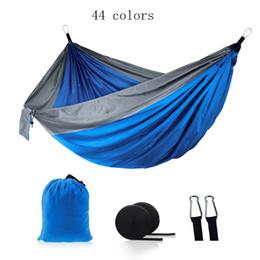 2019 cores hammock atacado Atacado-44 cores Outdoor Camping Hammock Dobrável Indoor Swing Duplo Pessoa Parachute Nylon Resistente Patchwork 270 * 140 cm desconto cores hammock atacado