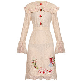 camicetta rossa in pizzo Sconti Red RoosaRosee Long Flare Sleeve Red Rose Buttons Camicetta Top + Gonna ricamo Fashion Lace 2 pezzi Set Summer Shirt Twinsets