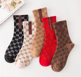 1 conjunto = 5 duplas Caixa de presente mulher meias seção Primavera meias altas net vermelhas frescas maré legal marca carta meias impressa meias Casual meias de Natal de
