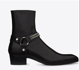 2019 desfiles de moda Homem Moda Wyatt Harness Botas De Couro Preto mens Homens Personalizados Martin Botas de Cowboy Botas de Alta-top sapatos apontou stylist passarela desfiles de moda barato
