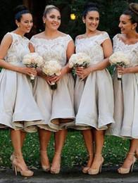 Organza joelho comprimento vestidos de dama de honra on-line-Vestidos De Dama De Honra Barato Estilo Praia Curta Uma Linha de Jóias Na Altura Do Joelho Organza Lace Top Sexy Wedding Party Dresses