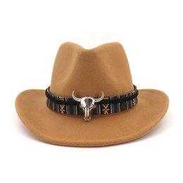 Sombreros para hombre fedoras online-Carnival unisex del sombrero de vaquero de ala rollo de fieltro de lana para hombre Fedora señoras de la manera sombreros occidentales metal decorado del siluro Trilby