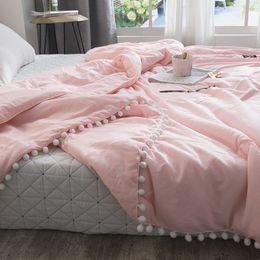 Edredón rosa sólido online-Tiro de verano Edredones edredón de retazos rosa fresco costura de pequeñas bolas edredón suave colcha cubierta de cama sólida ropa de cama pastoral