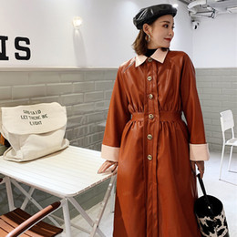 2019 плюс размер кожаный рукав пальто Однобортный с высокой талией тонкий отложной с длинным рукавом искусственная кожа ветровка старинные твердые пальто женщин плюс размер пальто скидка плюс размер кожаный рукав пальто