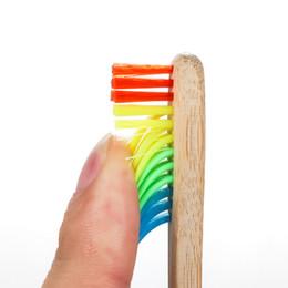 NOVITÀ Spazzolino da denti per hotel Ecologico Spazzolino da denti arcobaleno in legno Spazzolino da denti in bambù Fibra di bambù Spazzolino da denti con manico in legno Arcobaleno sbiancante da