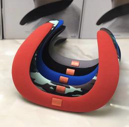 2019 hals-lautsprecher Kopfhörer NEW SOUND GEAR Tragbare Mini-Bluetooth-Lautsprecher J Logo Wireless Handsfree Neck Speaker Subwoofer-Unterstützung TF und USB FM Radio günstig hals-lautsprecher