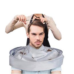2019 capes de coiffeur 60cm Imperméable Adulte Coupe De Cheveux Cape De Parapluie Cape Salon De Coiffure Coiffure Maison Stylistes Utilisation Capes Vêtements RRA1375 capes de coiffeur pas cher