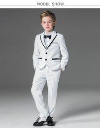 Tuta da tuta bianca per bambini online-Abito per bambini bianco Smoking per bambini Prom Sutis Flower Children Dress Suit Blazer formale