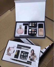Wholesale Luxo em Conjunto de Maquiagem Matte Batom Delineador Rímel Líquido Fundação ml Perfume Set para As Mulheres Compõem Kit com Caixa de Presente