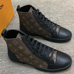 Botas negras de encaje online-Match Up Sneaker Boot hombre High Top Sneaker de cuero Hombre Diseñadores Zapatos Botines Botines con cordones Moda Casual Zapatos Negro / Marrón Zx5