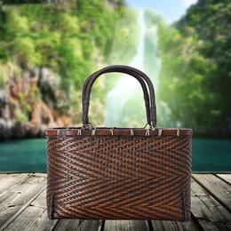 Wholesale Дизайнерские защитные сумки Бамбуковая тканая сумка ручной работы Ретро портативная тканая сумка Оригинальная бамбуковая тканая сумка натуральная зеленая защита окружающей среды