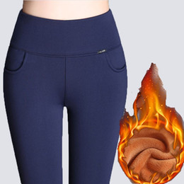 Leggings de velours épais en Ligne-WKOUD Hiver Leggings Femmes Plus La Taille Haute Taille Stretch Épais Legging Solide Maigre Chaud Velvet Crayon Pantalon Dame Pantalon P8667 SH190828