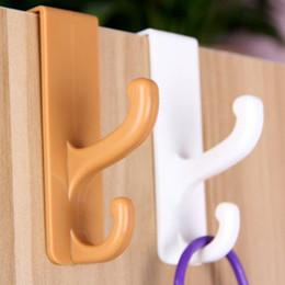 Armário de roupas plásticas on-line-Hooks Com gaveta do armário quarto Porta gancho Cozinha Casa de banho Cabide cabide de roupa porta de plástico