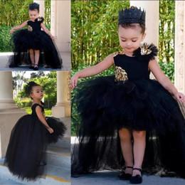 Vestido de cumpleaños negro para los niños online-Negro Alto Bajo Vestidos para niñas Vestidos de tul Tutú Vestido de fiesta hinchado Vestido de niña de las flores Apliques Sin mangas Vestidos para niños pequeños Cumpleaños