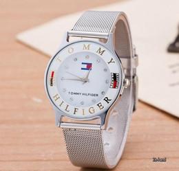 Canada 2019 Hot vente mode hommes et femmes de l'horloge à quartz en acier ceinture montres hommes montres montre amant de bonne qualité Offre