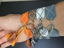 Material de algodón para coser online-Material de cuerda de alta calidad Pulsera de bordado con palabras de costura y borla famosa marca D Joyería tejida Pulsera de algodón Pulsera de la amistad