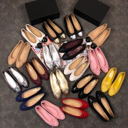 venta de zapatos de bailarina Rebajas Ventas CALIENTES Moda Mujeres Zapatos Remache Pisos Correa de Tobillo de Cuero Genuino Punta estrecha Tachonado San Valentín Zapatos Bailarinas envío gratis xinfa180257