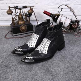 2019 botas de invierno para hombres Estilo británico, punta estrecha, parte superior alta de invierno, botas, remaches tachonados, botas de trabajo, pisos, zapatos de invierno, hombres vaquero botas de invierno para hombres baratos
