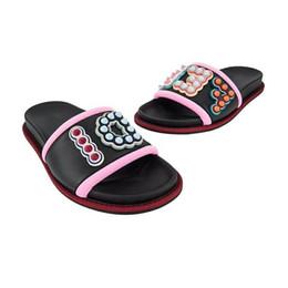 Logo de spike online-Nueva llegada 2019 VERANO Remache Sandalias para mujer de cuero real Lujo Colorido punk espiga espárragos Diapasón con punta abierta Diapositivas con el logo de sandalias