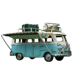 Autobus en métal jouet en Ligne-Décoration de maison Classique Bus Métal Modèle Ornements Antique Bus Figurines Métal Artisanat Photographie Props Enfants Jouets Cadeaux D'anniversaire T190709