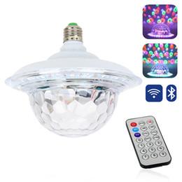 2019 cristallo mp3 UFO LED luci da discoteca E27 Bluetooth MP3 RGB Crystal Magic Rotating Ball 6 colori Telecomando Proiettore Party DJ Stage Lighting sconti cristallo mp3