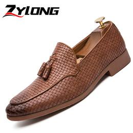 3371ef892 Плюс Размер 38-47 мужская обувь Элегантная итальянская обувь ручной работы  для мужчин Формальная кисточка Мужские мокасины Офис Коричневый Черный  скидка ...