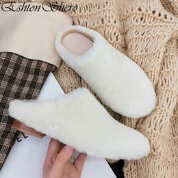 zapatos de boda blancos de las señoras tacón bajo Rebajas EshtonShero 2019 Mujer Zapatillas Tacones bajos de piel de oveja + PU Slip On Round Toe Slingback forrado de piel blanco damas zapatos de boda Tamaño 3-9