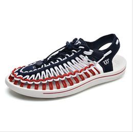 Argentina 2019 Verano Nuevos Hombres Calientes Sandalias Moda Casual Zapatos de playa de los hombres del estilo de Roma Zapatillas Transpirables Zapatos Planos Impermeables Al Aire Libre tamaño 37-44 Suministro